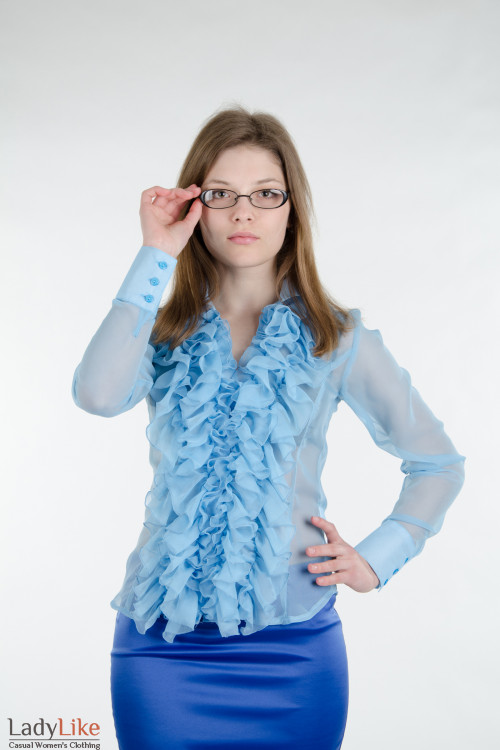 Блуза голубая с пышными рюшами. Деловая женская одежда