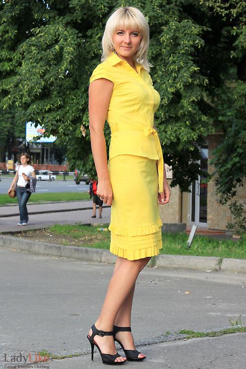 Блузка желтая с поясом Деловая женская одежда