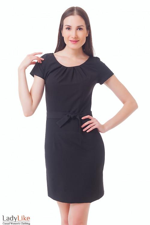 Платье черное с защипами и коротким рукавом Деловая женская одежда