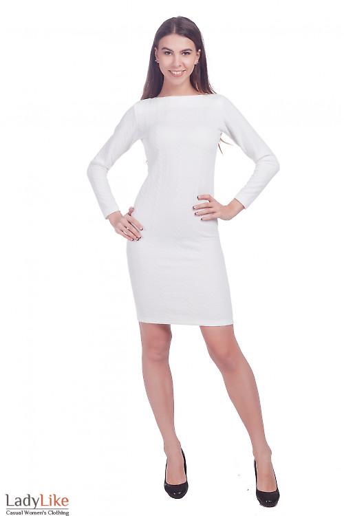 Фото Платье белое трикотажное в косичку Деловая женская одежда