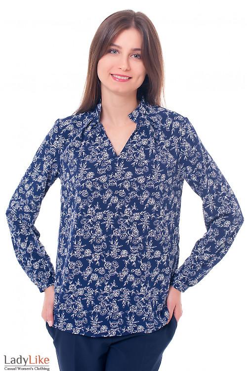 Блузка синяя со стойкой в белые розы Деловая женская одежда фото