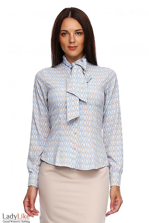 Блузка в бежево-голубые ромбики. Деловая женская одежда фото
