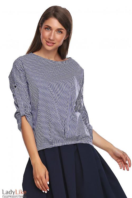 Блузка в синюю клетку с удлиненной спинкой. Деловая женская одежда фото