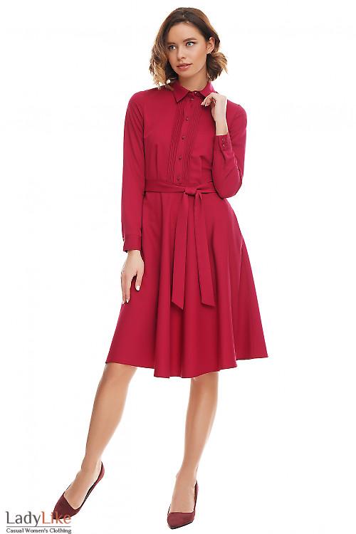 Платье малиновое со складками Деловая женская одежда фото