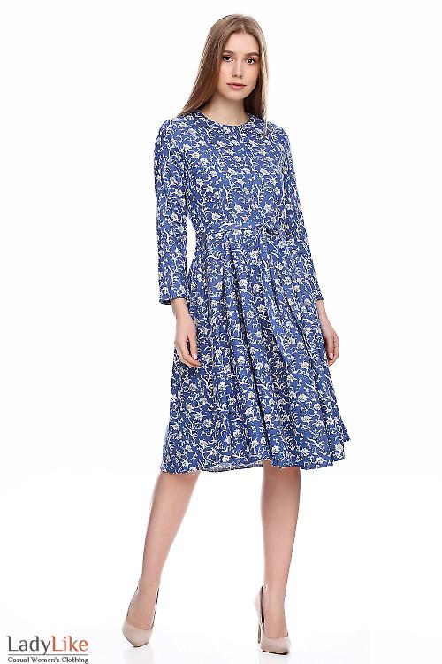 Платье в складку из синего джинса. Деловая женская одежда фото