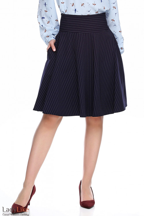 Юбка синяя в полоску полусолнце. Деловая женская одежда фото