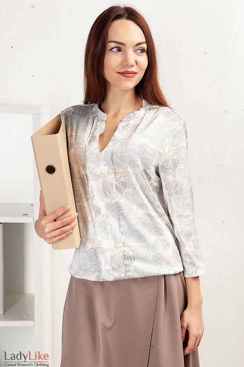 Блузка на резинке в сиреневые цветы. Деловая женская одежда фото