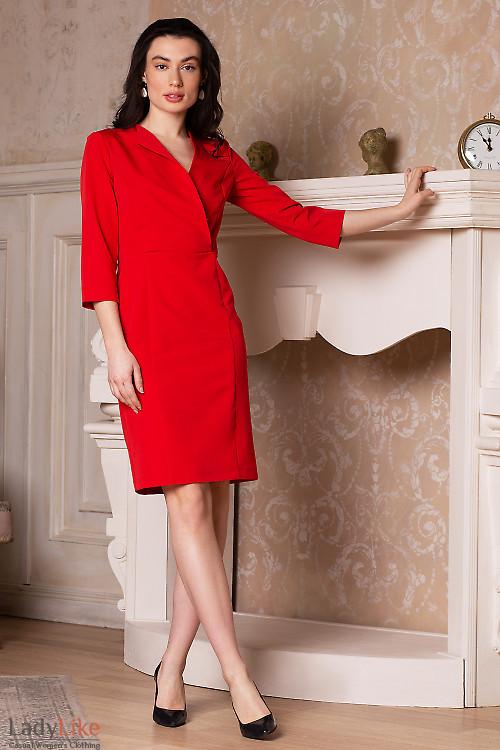 Платье красное с односторонним воротником. Деловая одежда
