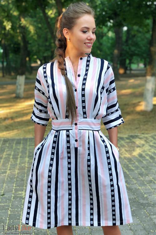 Платье летнее в розово-синюю полоску. Деловая женская одежда фото