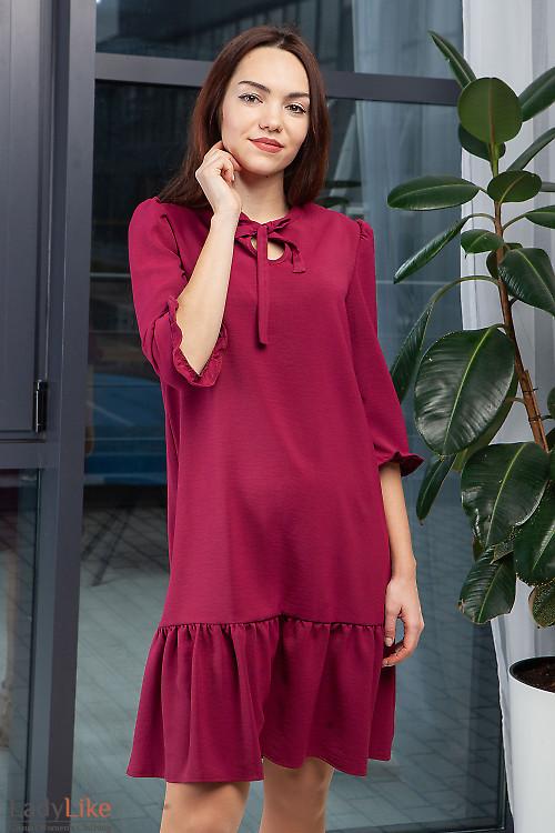 Платье нарядное малиновое с оборкой. Деловая женская одежда фото