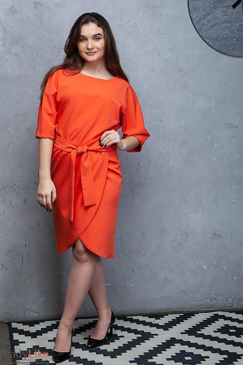 Платье оранжевое с юбкой на запах. Деловая женская одежда фото