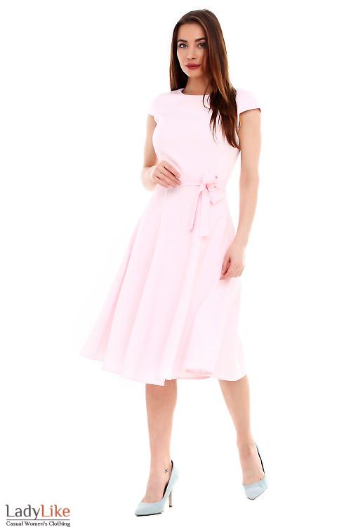 Платье розовое пышное с поясом. Деловая женская одежда