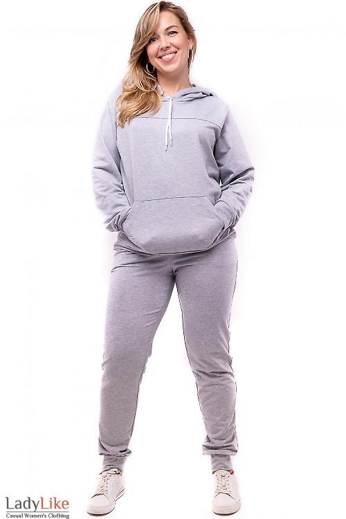 Серый спортивный костюм. Деловая женская одежда фото