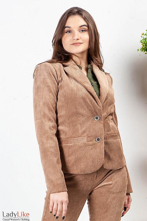 Жакет из бежевого вельвета. Деловая женская одежда фото