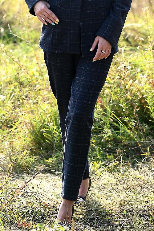Утепленные серые брюки на резинке. Деловая женская одежда фото