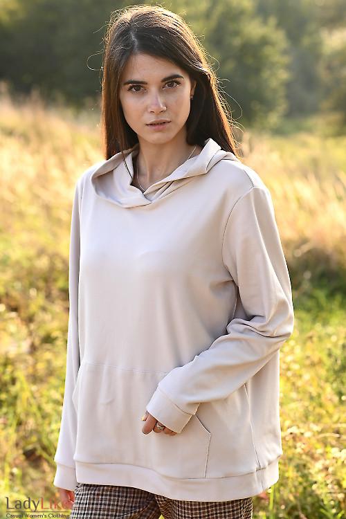 Теплое и мягкое женские худи. Деловая женская одежда фото