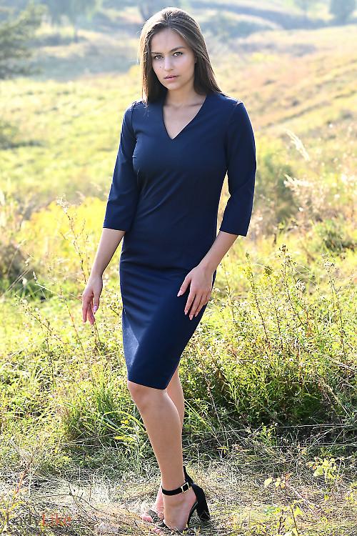 Купить синее платье строгого кроя. Деловая женская одежда фото