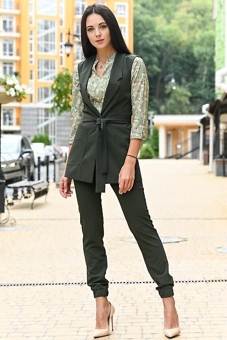 Женский костюм зеленого цвета. Деловая женская одежда