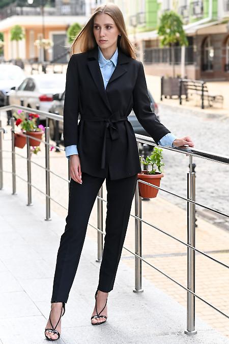 Черный костюм с укороченными брюками. Деловая одежда