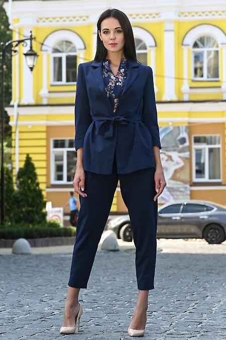 Синий брючный костюм из костюмной ткани. Деловая одежда