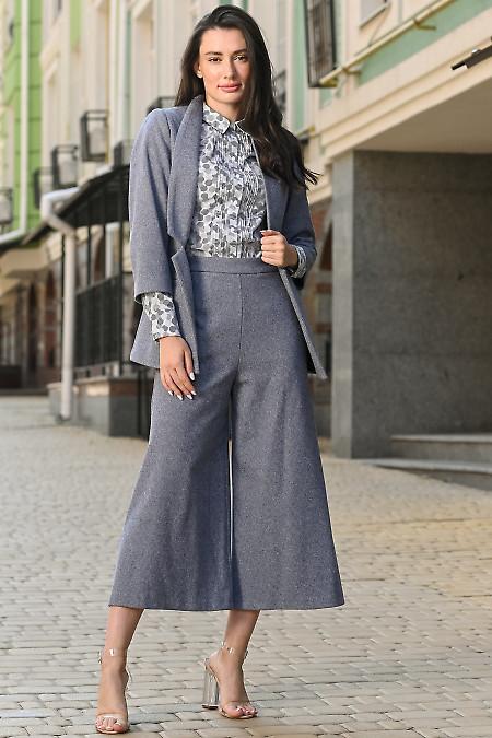 Теплый серый костюм с брюками кюлотами. Деловая одежда