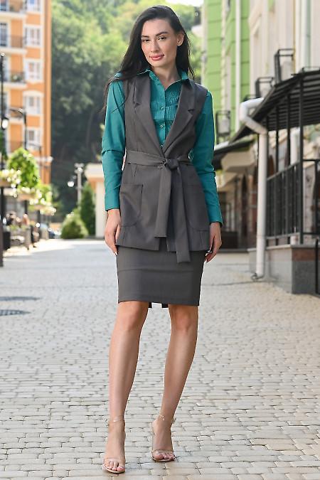 Костюм серого цвета с юбкой из костюмной ткани