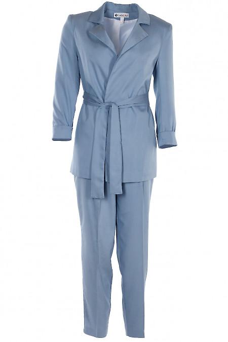 Голубой брючный костюм. Деловая женская одежда