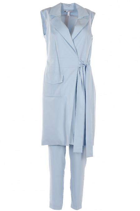 Брючный костюм голубого цвета с жилетом. Деловая женская одежда