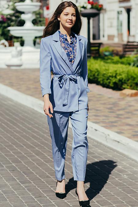 Стильный голубой женский костюм.
