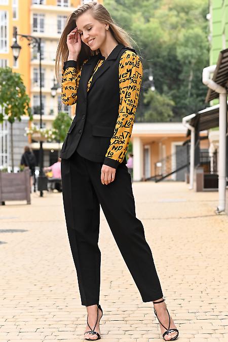 Брючный костюм черного цвета. Деловая женская одежда