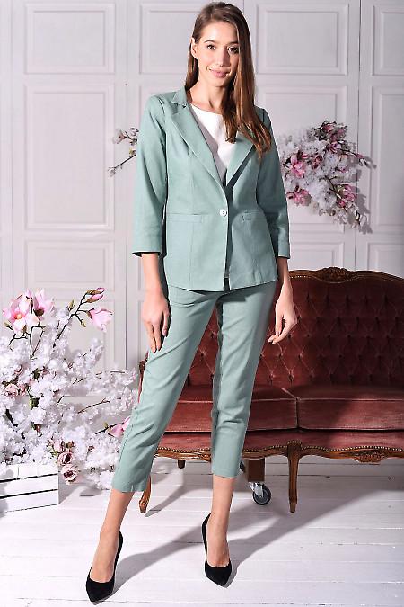 Брючный льняной костюм оливкового цвета. Деловая женская одежда
