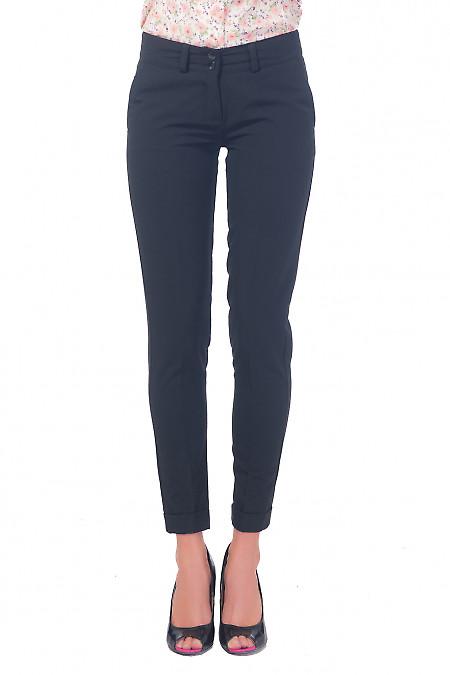 Чёрные узкие женские брюки с манжетой. Деловая женская одежда