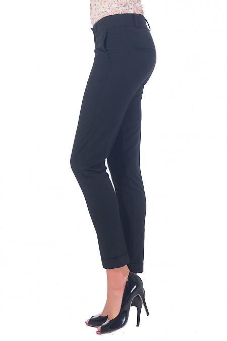 Черные брюки со средней талией