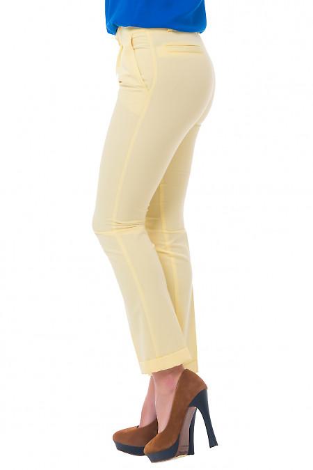 Купить женские желтые брюки с манжетой Деловая женская одежда