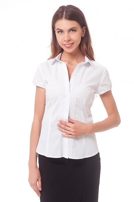Блузка белая с тонкими защипами. Деловая женская одежда