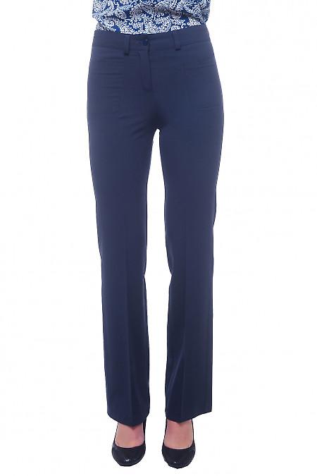 Брюки синее с узкой талией. Деловая женская одежда фото