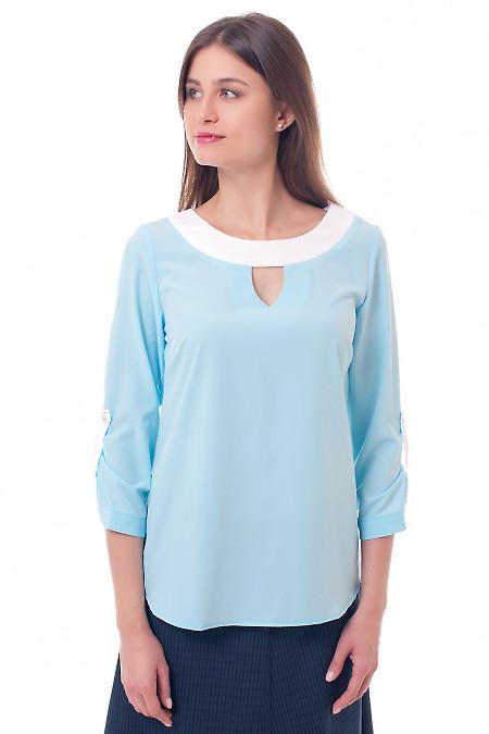 Блузка голубая с белой горловиной. Деловая женская одежда
