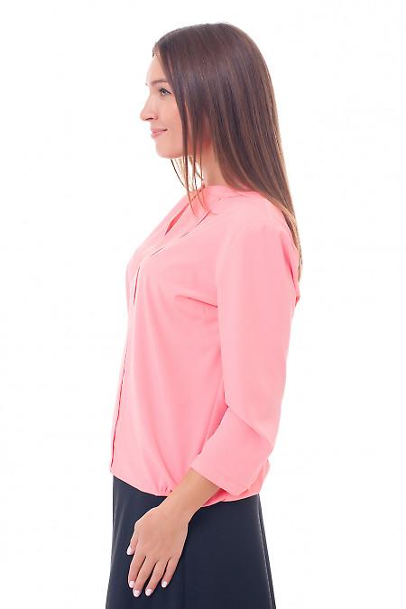 Ділова жіноча блуза яскраво-коралового кольору