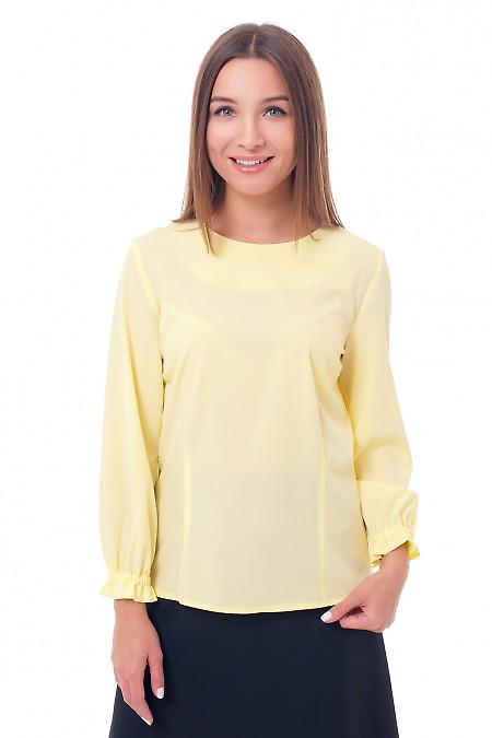 Блузка желтая с рукавом на резинке. Деловая женская одежда