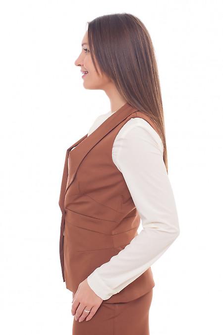 Коричневый женский жилет из костюмной ткани