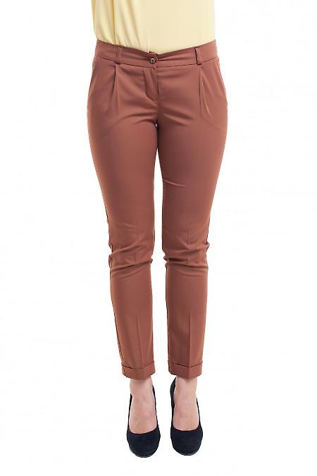 Брюки коричневые с манжетой. Деловая женская одежда фото