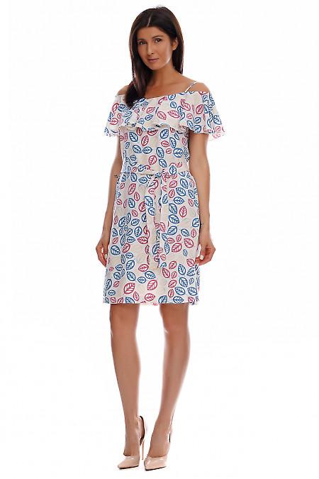 Платье молочное с широким воланом. Деловая женская одежда фото