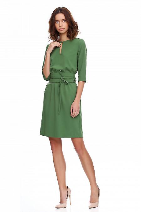 Платье зеленое на резинке. Деловая женская одежда фото