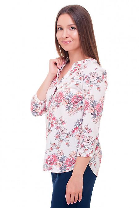 Блуза белого цвета в цветочный принт