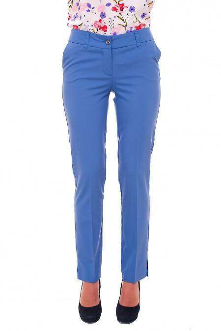 Голубые брюки со вставкой сзади Деловая женская одежда фото