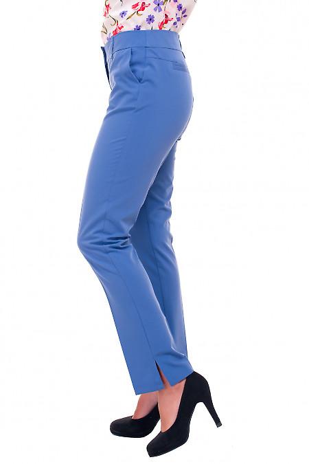Купить голубые брюки с разрезом Деловая женская одежда фото