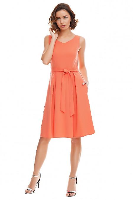 Платье коралловое с юбкой в складку Деловая женская одежда