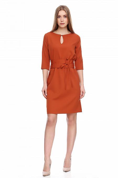 Платье рыжее на резинке с поясом. Деловая женская одежда фото