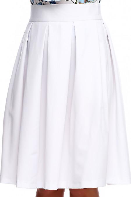 Купить белую в складку юбку с карманами. Деловая женская одежда