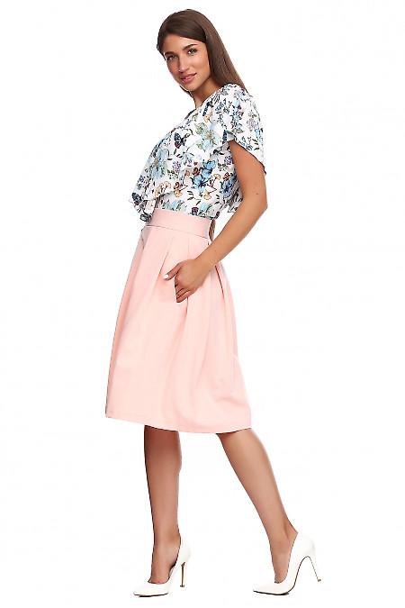 Пышная юбка нежного персикового цвета